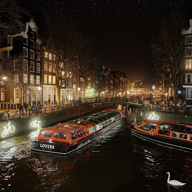 Amsterdam_Light_festival_Lovers_Semi_Open_boot_7.jpg